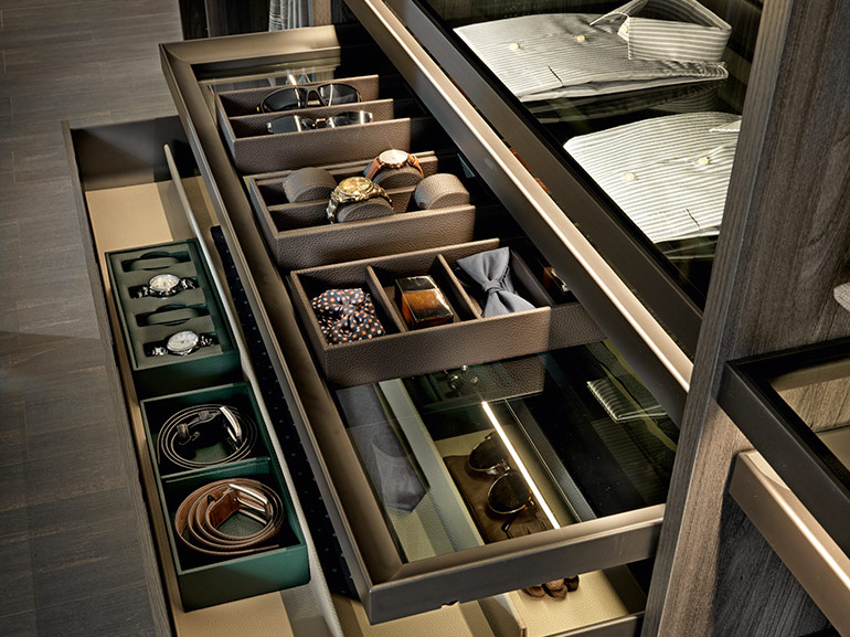 EXCESSORIES:  