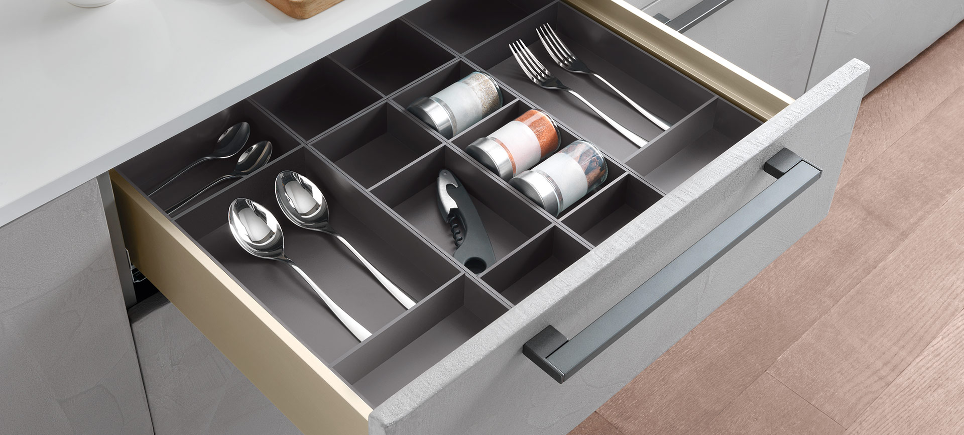 Split, the system of dividing and storage compartments for the freest organisation